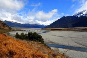 NZ SI river bed and mountains - pixabay